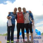 Elisa Palmieri al centro del podio vincitrice del martello - foto Matteo Bocci