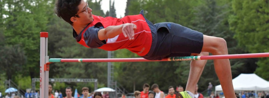 L'allievo Lorenzo Bianchini sale a 1.94 nel salto in alto